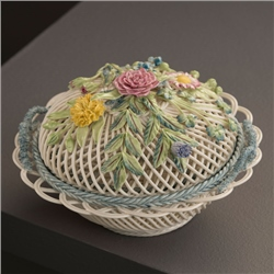Belleek Classic Masterpiece Collection - Round Covered Basket
