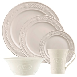 Belleek Classic Claddagh 5 Piece Setting