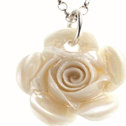 Belleek Classic Jewellery Rose Necklace (Mother of Pearl)